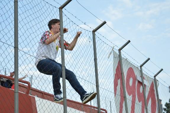 O gol levou ao delírio o torcedor que, minutos antes, pegava no pé do autor da assistência João Neto.