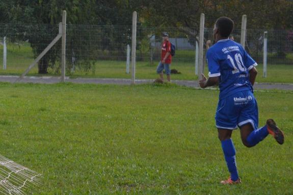 Com um bonito toque de cobertura, Caixa definiu a partida a favor do Aimoré. (Foto: Lucas Gabriel Cardoso)