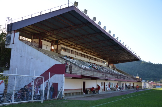 Estádio Hermann Ainchinger, palco neutro da peleja (Foto: Lucas Gabriel Cardoso)