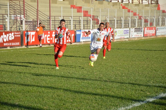 Dois gols, o 5º e o 6º, saíram pelo lado direito do ataque do Hercílio. (Foto: Lucas Gabriel Cardoso)
