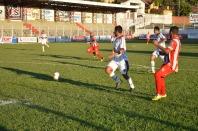 8º gol: Éderson rola para Da Silva...