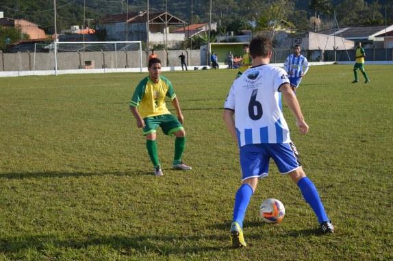 Filipe, do Barrense, para na frente do marcador...