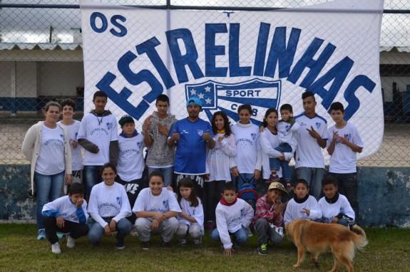 Gurizada de Gravataí que acompanha o Cruzeirinho onde ele for jogar. (Foto: Lucas Gabriel Cardoso)