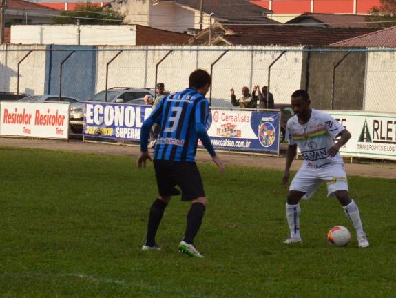 Faísca, que entrou no final, até tentou dar velocidade ao Brusque. (Foto: Lucas Gabriel Cardoso)