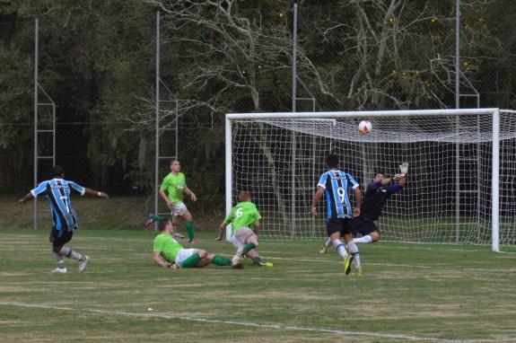 William Lago ainda fez importantes intervenções, evitando uma goleada ainda maior. (Foto: Lucas Gabriel Cardoso)