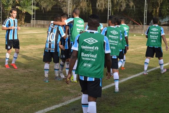 O sul-africano Ty mal havia entrado quando deu seu primeiro toque na bola. E foi para o terceiro gol do Grêmio. (Foto: Lucas Gabriel Cardoso)