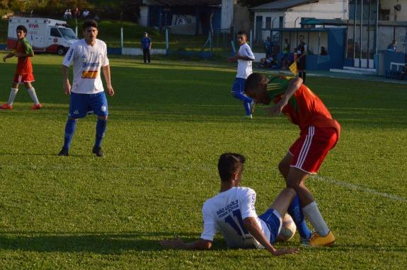 Mesmo goleando, o Aimoré seguiu jogando ÀS GANHA. (Foto: Lucas Gabriel Cardoso)