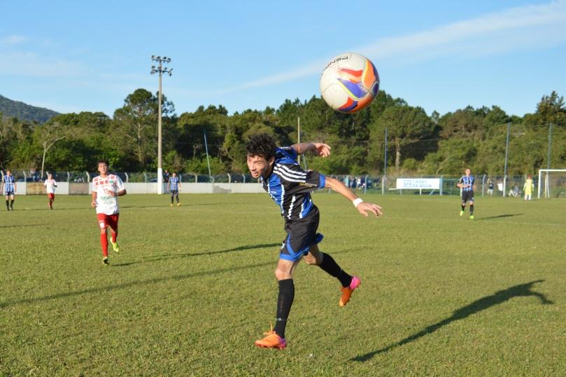 É, quase que essa bola acaba com a brincadeira d'O Cancheiro. (Foto: Lucas Gabriel Cardoso)