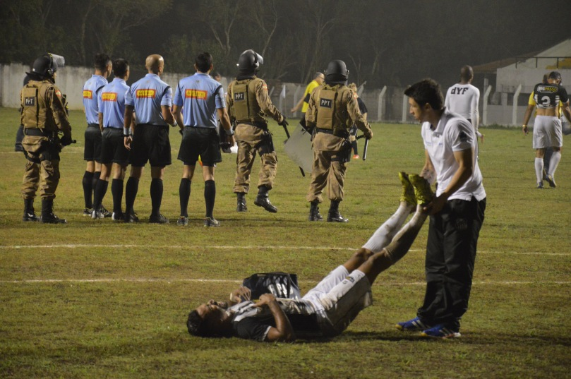 O Operário, contrariando as expectativas, jogou com tanta vontade que no intervalo já havia jogador sentindo cãibras. (Foto: Lucas Gabriel Cardoso)
