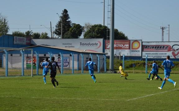 Vandinho bateu na saída do goleiro Jandrei, aos 51 do segundo tempo. (Foto: Lucas Gabriel Cardoso)