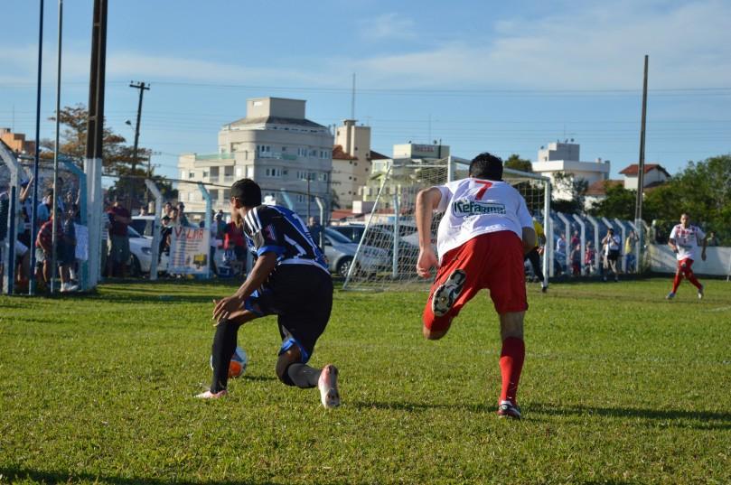 Na base da garra e da habilidade, Ziel deixou o marcador para trás. (Foto: Lucas Gabriel Cardoso)