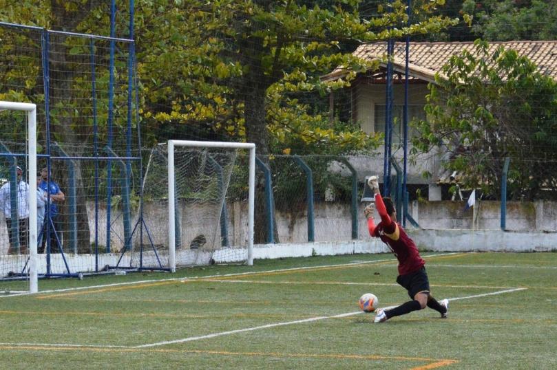 O goleiro Anderson se esticou, mas não conseguiu pegar o bom chute de Vinícius. (Foto: Lucas Gabriel Cardoso)