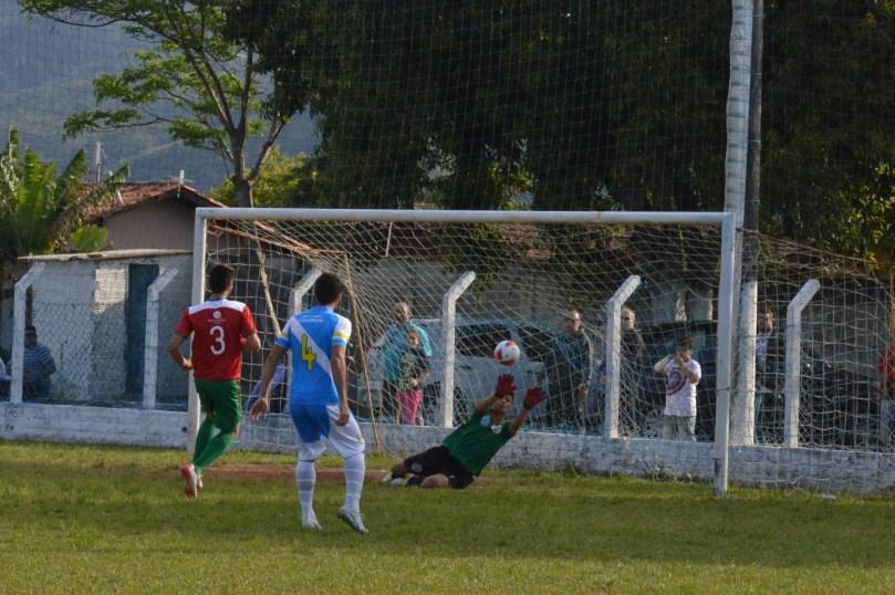 Goleiro Daniel teve que se virar para evitar um massacre maior. (Foto: Lucas Gabriel Cardoso)