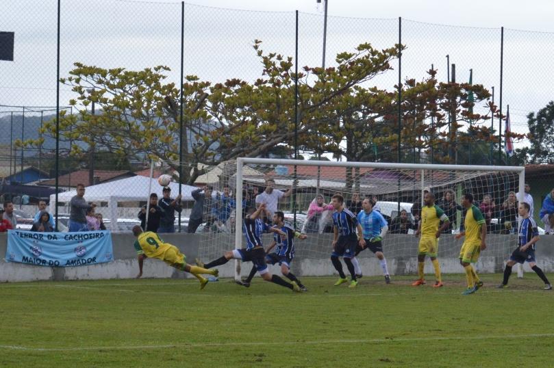 Chico se adiantou em relação a marcação e quase completou para o gol. (Foto: Lucas Gabriel Cardoso)