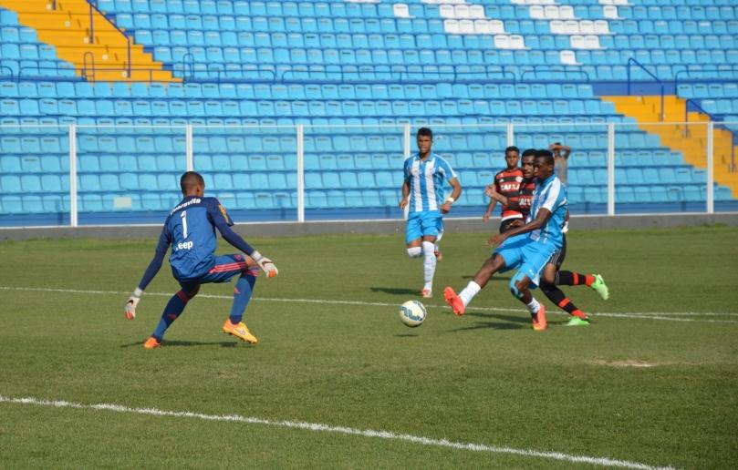 O Avaí dominou o começo do jogo, mas não conseguiu abrir o marcador. (Foto: Lucas Gabriel Cardoso)