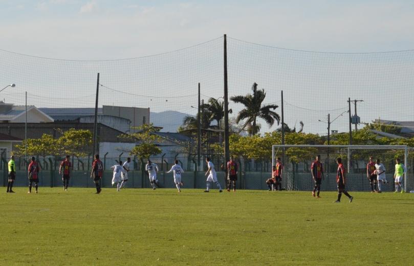 Gol do time do Estreito saiu pela ponta-esquerda, em uma finalização quase sem ângulo de Kauê Patrick. (Foto: Lucas Gabriel Cardoso)