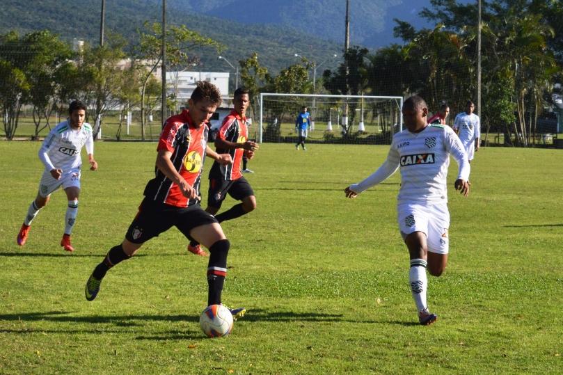 Coelho continuou explorando os contra-ataques e quase chegou ao segundo gol no final da primeira etapa. (Foto: Lucas Gabriel Cardoso)