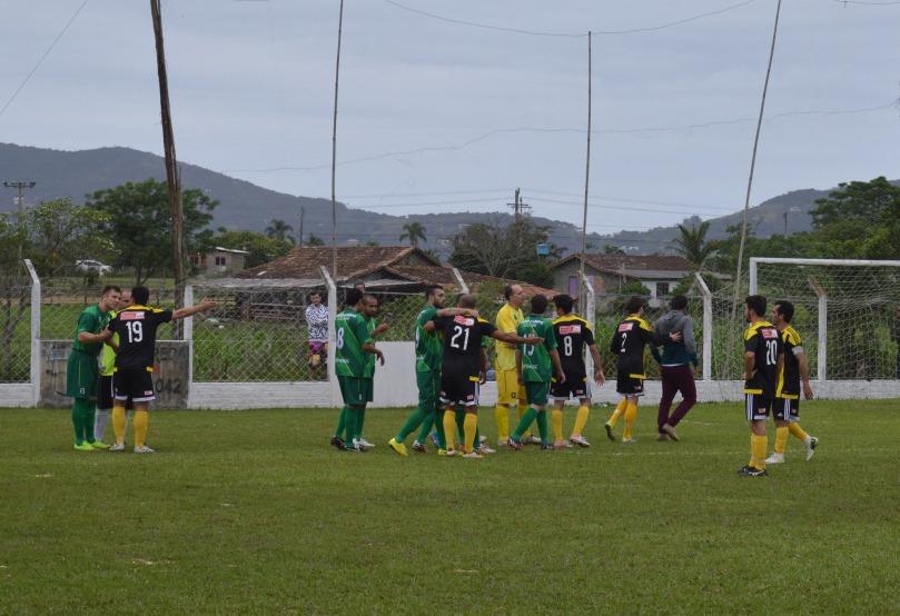 Em meio à confusão, Natan, do Campinense, e Douglas, do Real, foram expulsos. (Foto: Lucas Gabriel Cardoso)