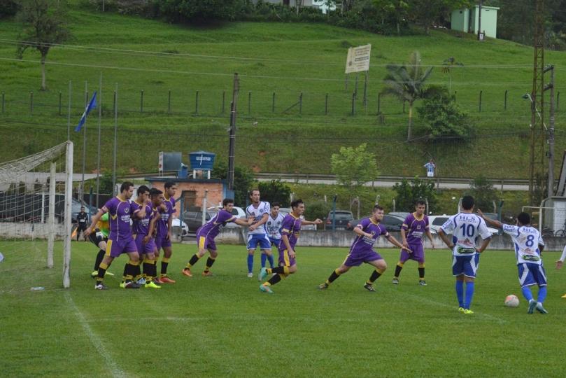 Atlético teve chance em um tiro de dois toques, da marca da pequena área, mas a defesa do Horizonte abafou. (Foto: Lucas Gabriel Cardoso)