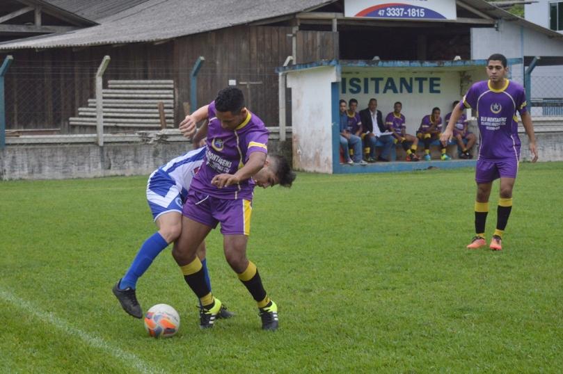 Time do Garcia não conseguia sair do campo de defesa. (Foto: Lucas Gabriel Cardoso)