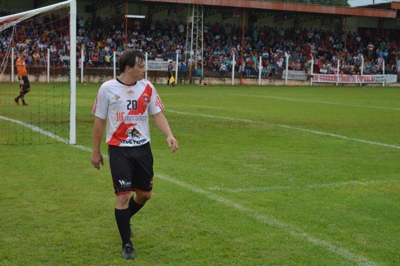 Luizinho foi um guerreiro em campo, mas não suportou a maratona de jogos.(Foto: Lucas Gabriel Cardoso)