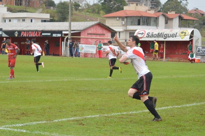 Rato marcou o gol de desconto, que parecia repetir o roteiro da final da Fase Oeste, contra o Cometa. (Foto: Lucas Gabriel Cardoso)