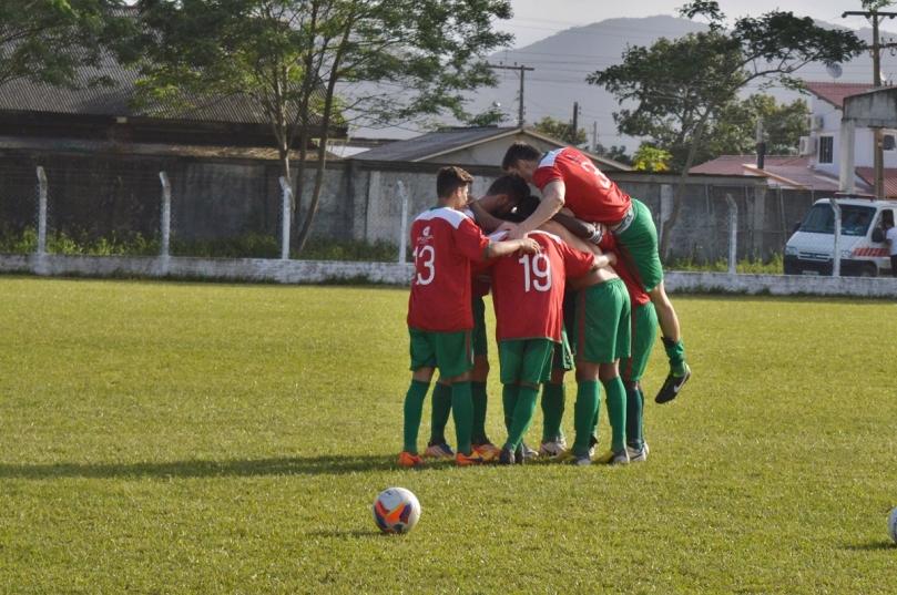 Curitibanos comemorou o resultado que não o deixou como pior equipe da Série C. (Foto: Lucas Gabriel Cardoso)