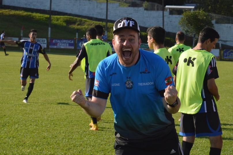 Grêmio buscou um improvável empate, para a euforia de seu técnico Djone Kammers. (Foto: Lucas Gabriel Cardoso)
