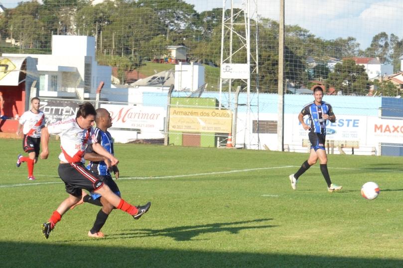 O quinto gol saiu de uma finalização certeira de Luizinho. (Foto: Lucas Gabriel Cardoso)