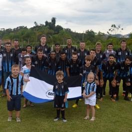 O Grêmio entrou em campo com Wagner; Silvinho, Jandir, João Pedro e Wesley; Bidinha, Abu, Bruno e Juninho; Renatinho e Cleiton. (Foto: Lucas Gabriel Cardoso)