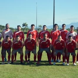 O Garcia Esporte e Lazer começou jogando com: Ismael; Pulga, Toledo, Willian e Marlon; Pedrinho, Fernando e Kléber; Juninho, Kelvin e Max (Foto: Lucas Gabriel Cardoso)