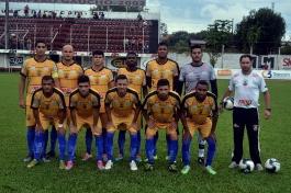 Anderson; Thomas, Valdemar, Rogério e Luiz Felipe; Amaral, Márcio Reis, Michel e Marquinhos; Toto e Bahia. (Foto: Lucas Gabriel Cardoso)