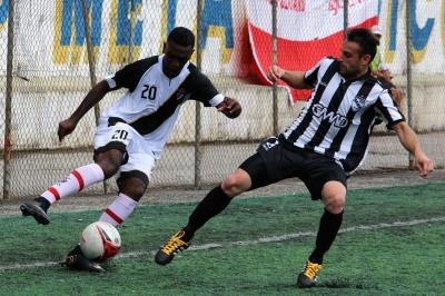 Ninho, do Vasco, foi um destaques da partida. (Foto: Lucas Gabriel Cardoso)