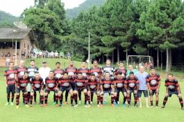 O Flamengo do RIo Milanês, comandado por Hugo Eyng, jogou com Carlão; Joari (Romerito), Neguinho, JP e Pepe; Mano, Edmilson, Andrew e Alex; Wagner (Lucas) e Josias. (Foto: Lucas Gabriel Cardoso)