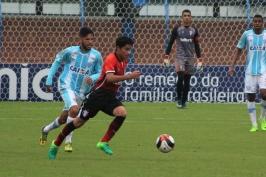 O JEC buscou jogadas pelo meio para chegar à meta de Léo Lopes. (Foto: Lucas Gabriel Cardoso)