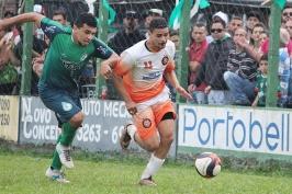 Andrezinho foi um dos únicos a conseguir furar a forte defesa local. (Foto: Lucas Gabriel Cardoso)